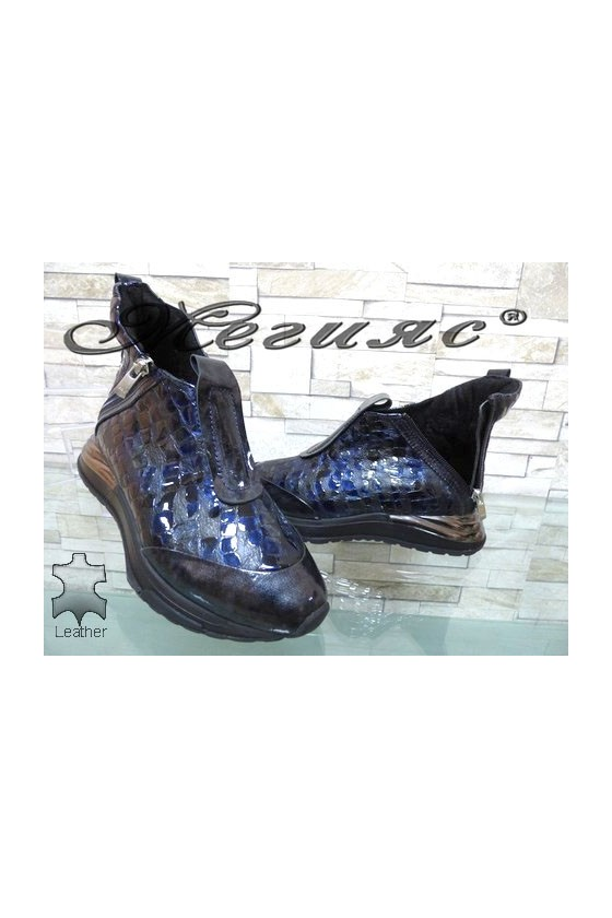 443-11-35 Lady boots blue patent