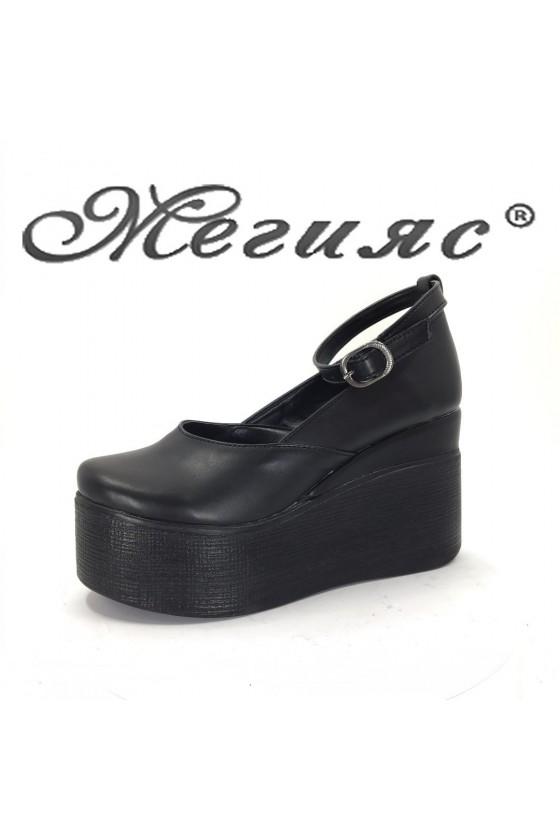 116 Дамски обувки черна кожа на висока платформа