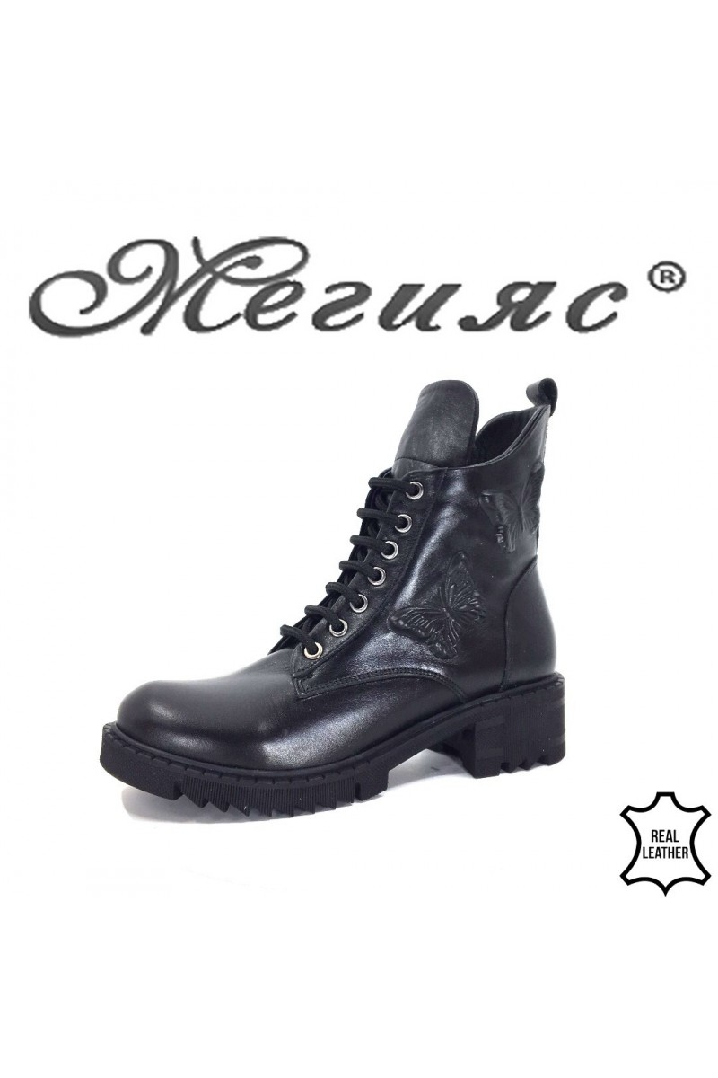11-01 Women boots black leather