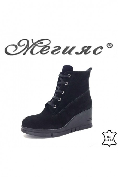 768-01 Lady boots black sued