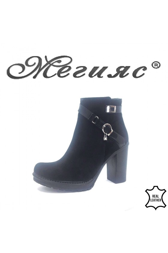 910-9  Lady boots black sued