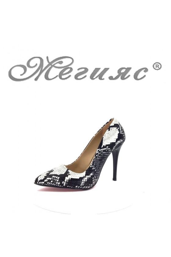 1174 Дамски елегантни обувки черни със змийска шарка
