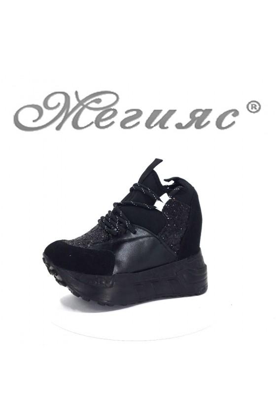 004 Дамски спортни обувки черни на платформа