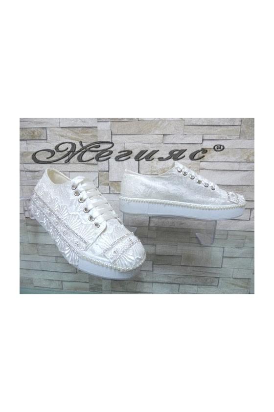 094 Дамски обувки бели от текстил и дантела