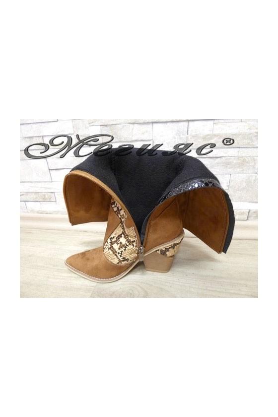 2502 Women boots brown suede