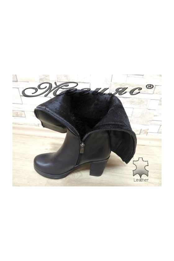 441 Women boots black leather