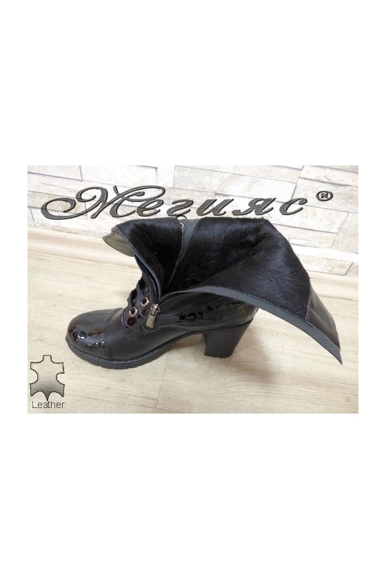 372-370 Lady boots black leather