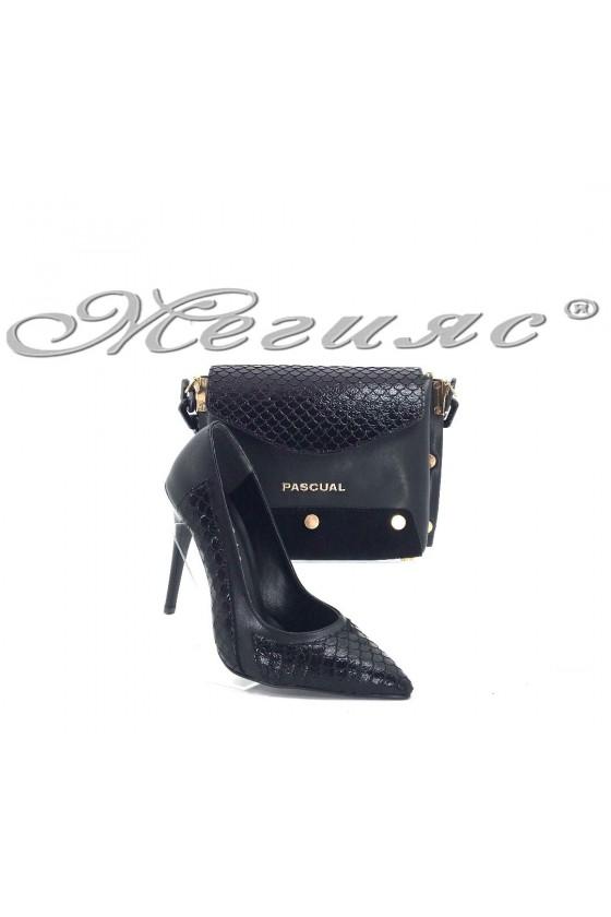 47712  Комплект  дамски обувки черена кожа с малка черна чанта 7715