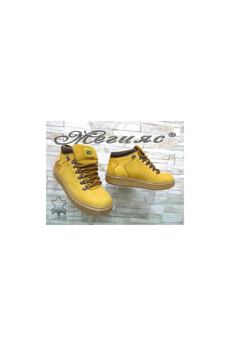 055-М Мъжки боти жълти от естествен набук