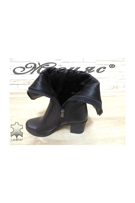 75-10-01 Women boots black leather