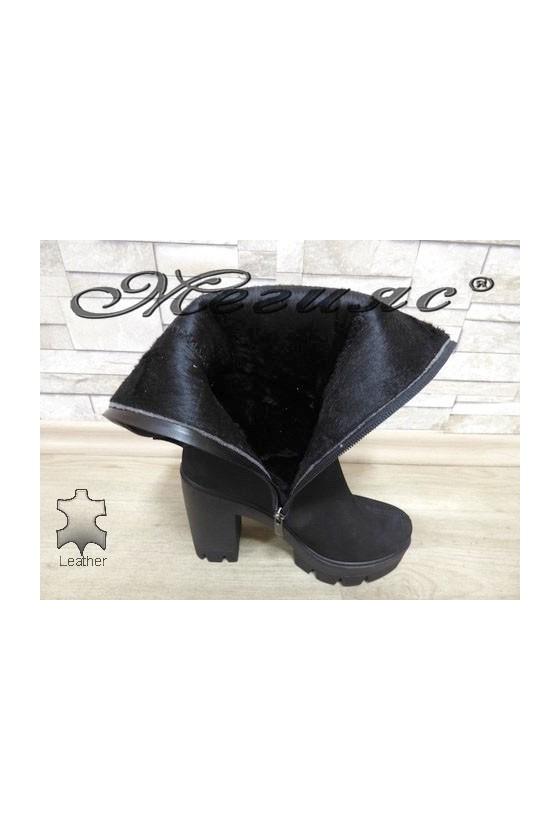 92-8342 Дамски ботуши черни от естествен набук