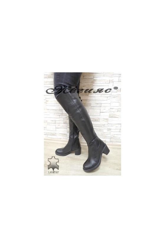 029 Дамски ботуши тип чизми черни  от естествена кожа