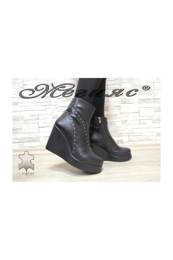 108-45-01 Дамски боти черни на платформа от естествена кожа