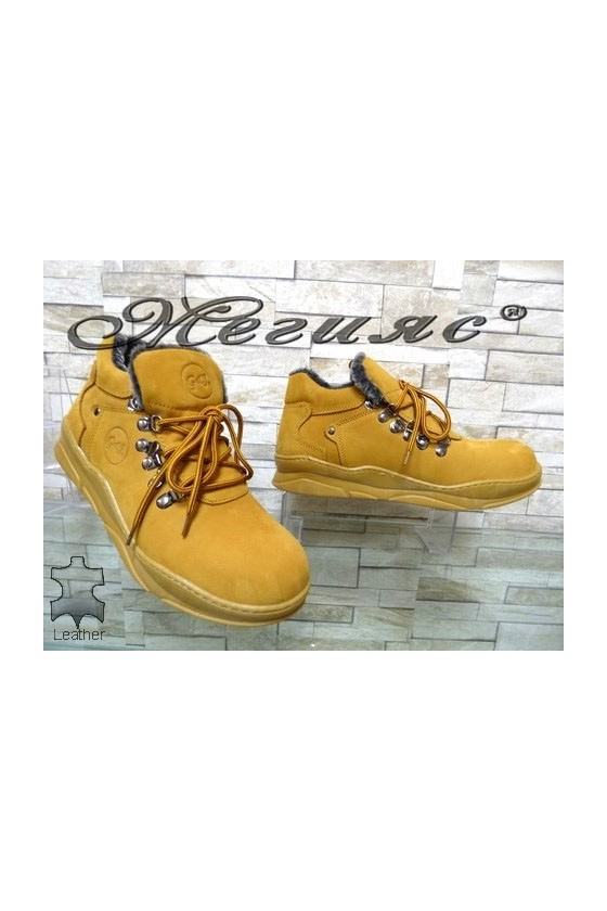 06 Men's boots yellow leather