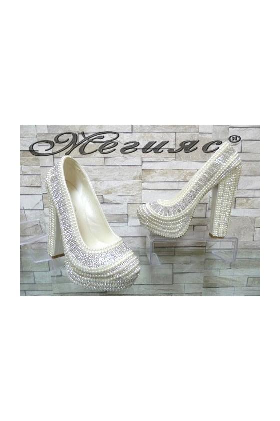 4497 Дамски елегантни обувки бели с перли