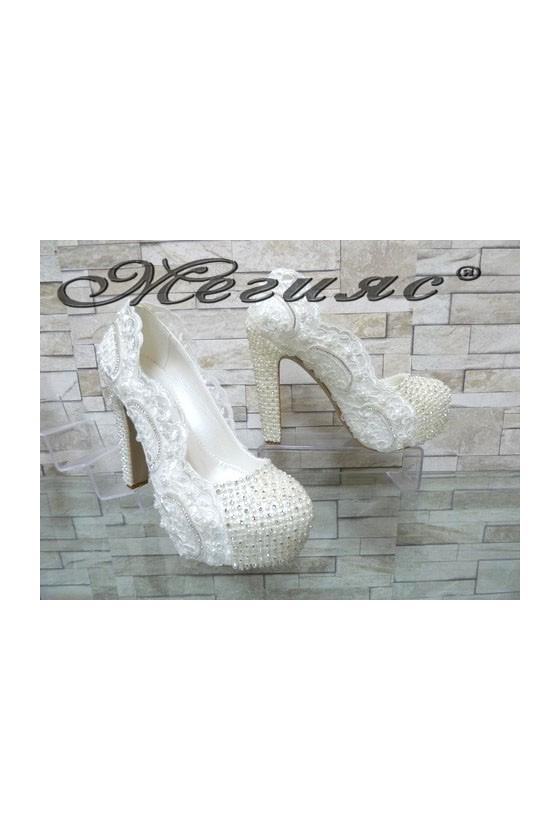 4499 Дамски елегантни обувки бели с перли