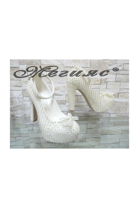 4498 Дамски елегантни обувки бели с перли