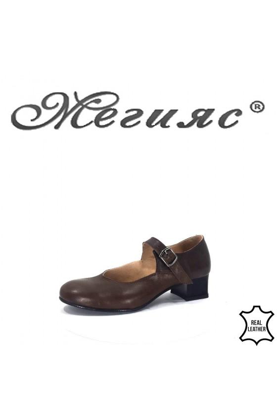 51676 Дамски обувки скарпини кафяви с каишка естествена кожа за танци среден широк ток