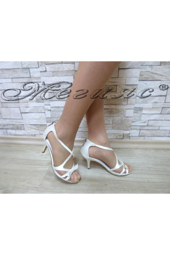Дамски сандали  Jeniffer 18s20-114 бели елегантни на среден ток