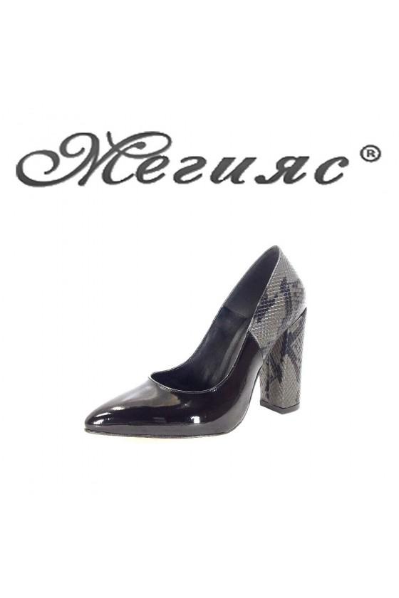 01261 Дамски обувки черен лак на висок ток