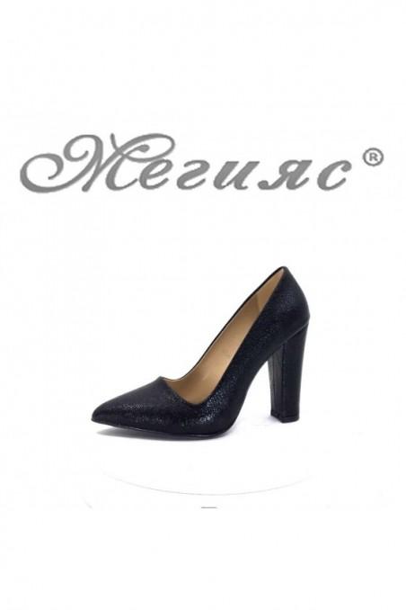 702 Дамски елегантни обувки черни от намачкана еко кожа
