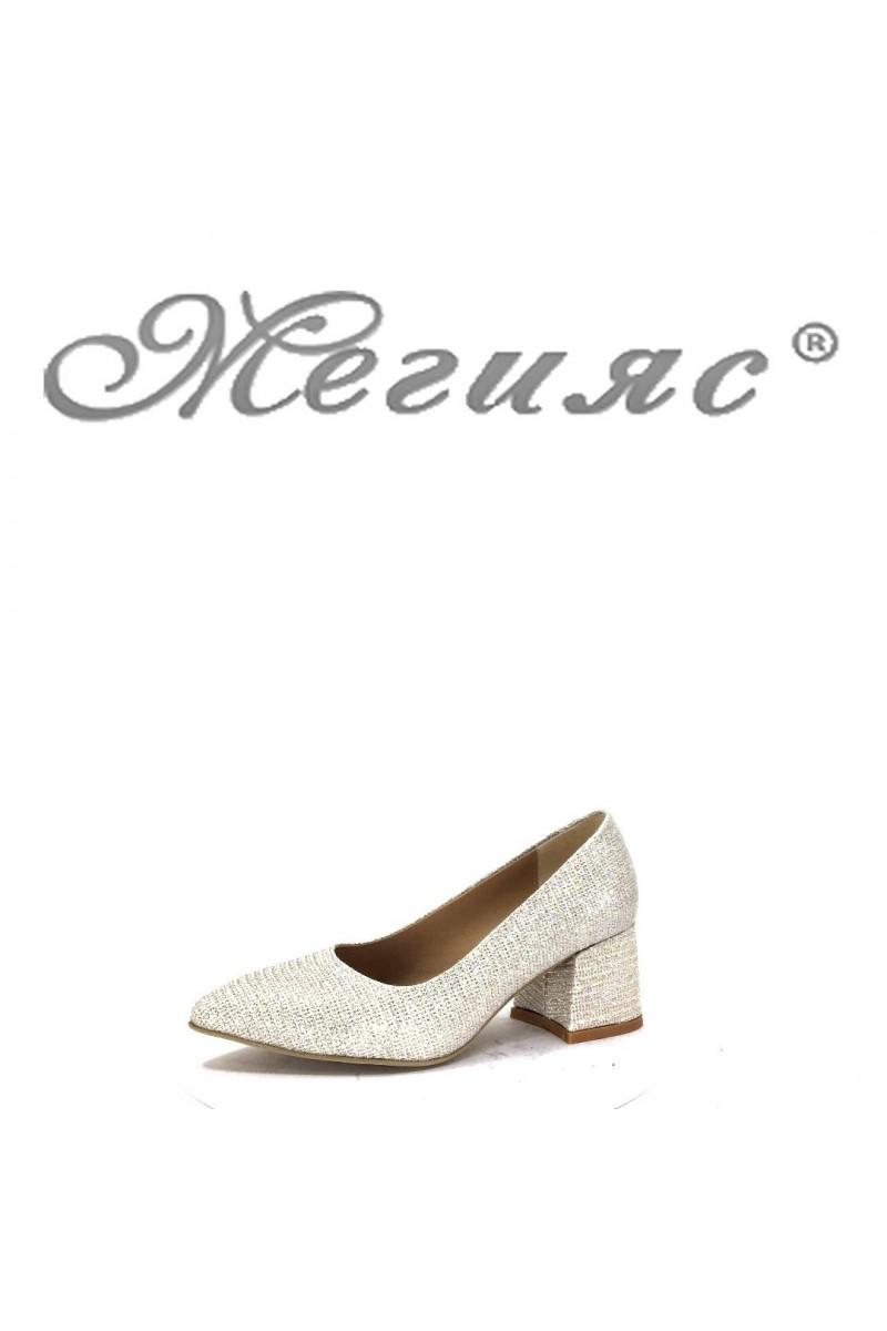 194 Дамски елегантни обувки златисти от текстил