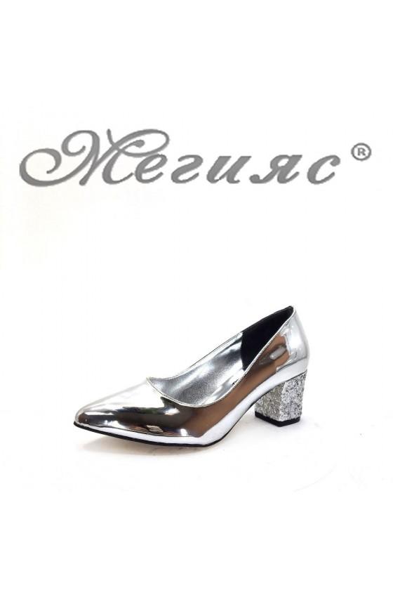 0532 Дамски елегантни обувки сребристи с широк ток