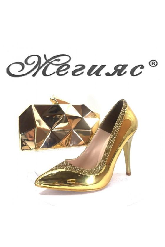 006601 Дамски елегантни обувки златен лак с чанта 921