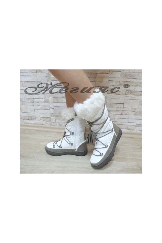 19-1320 Women boots white