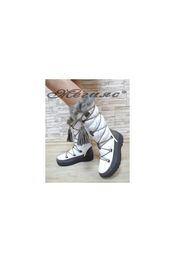 19-1306 Women boots white
