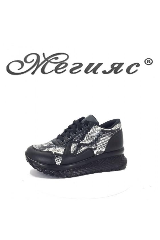 209 Дамски спортни обувки черни змйиска шарка тип маратонки