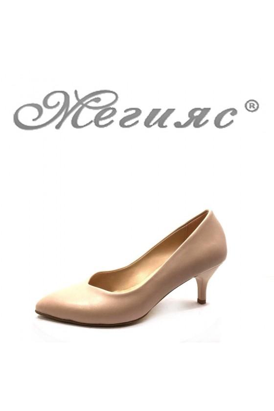70 Дамски елегантни обувки бежови мат на среден ток