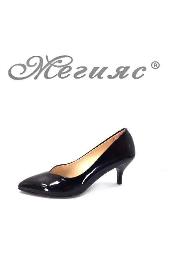 70 Дамски елегантни обувки черни лак на среден ток