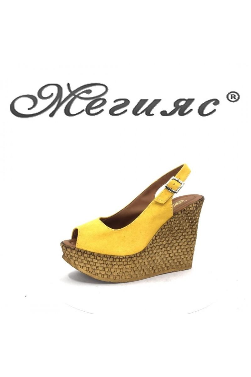 205 Дамски сандали жълт велур на платформа