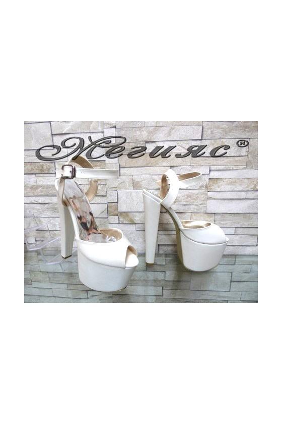 421 Дамски сандали бели висок ток