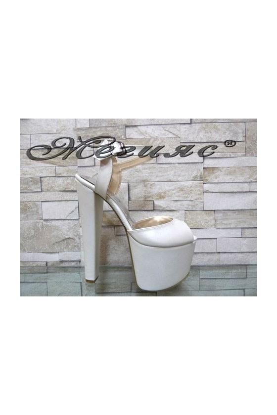 421 Women elegant sandals white with high heel