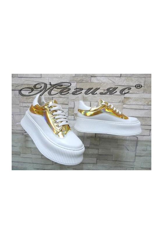 9-К Дамски спортни обувки бели със златисто от еко кожа