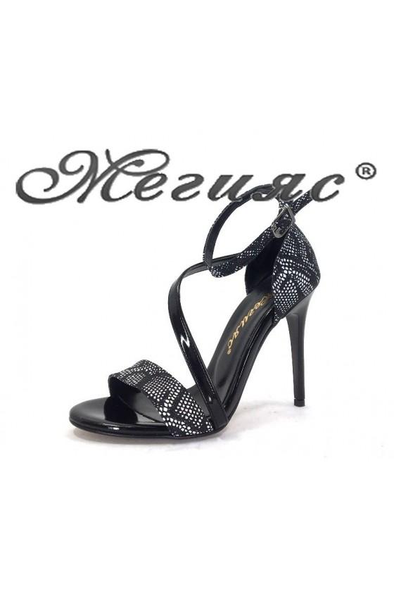 1857 Дамски сандали черни със змийска шарка елегантни на висок ток
