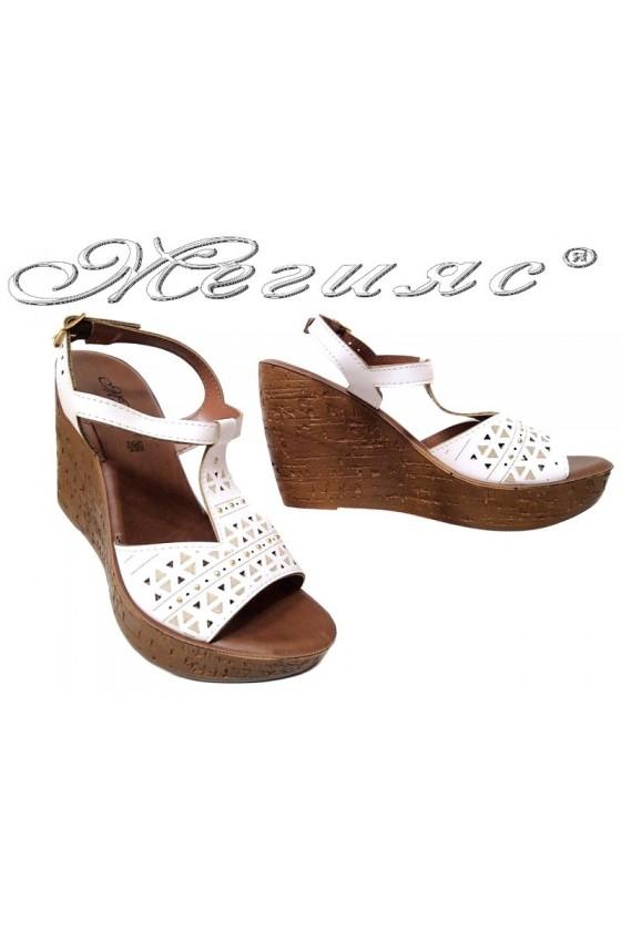 Дамски сандали 115042 бели платформа ежедневни еко кожа