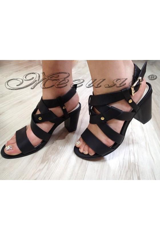 Дамски сандали 20S16-128 черни на дебел ток