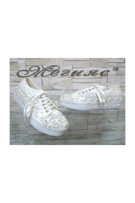 7097 Дамски бели обувки с перли