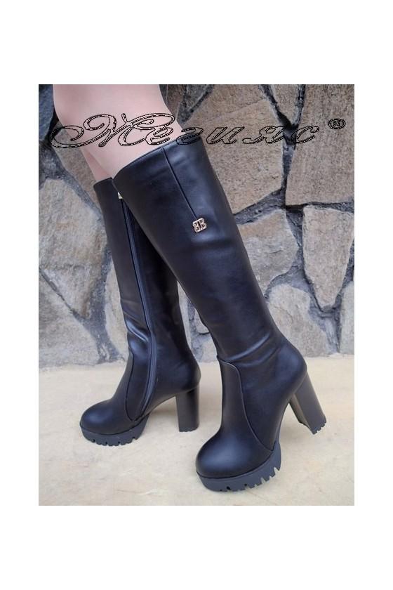 Дамски ботуши Carol W18-2057 черни от еко кожа