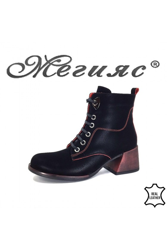 549Lady boots black sued