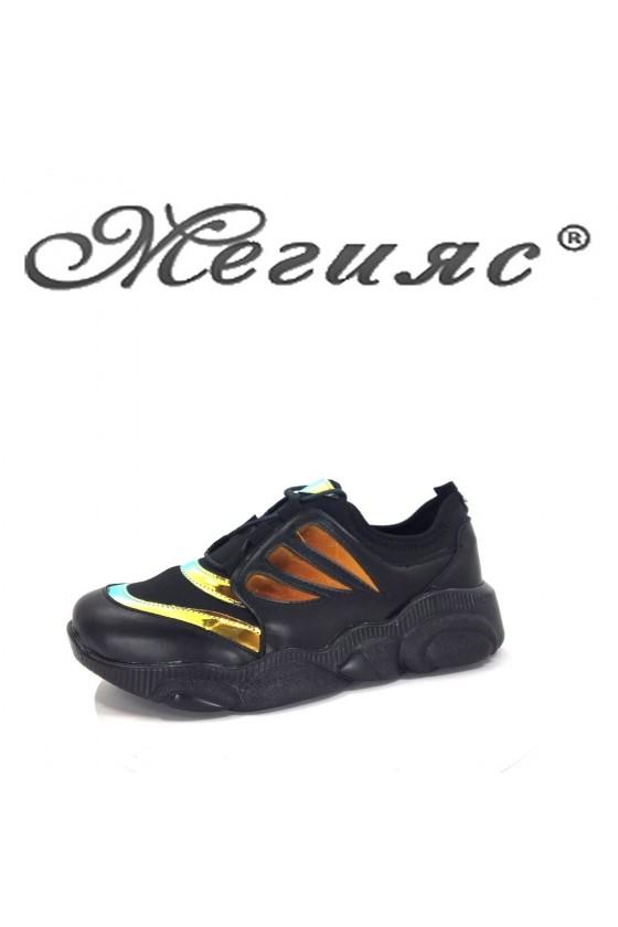 60 Дамски спортни обувки чернo със златно