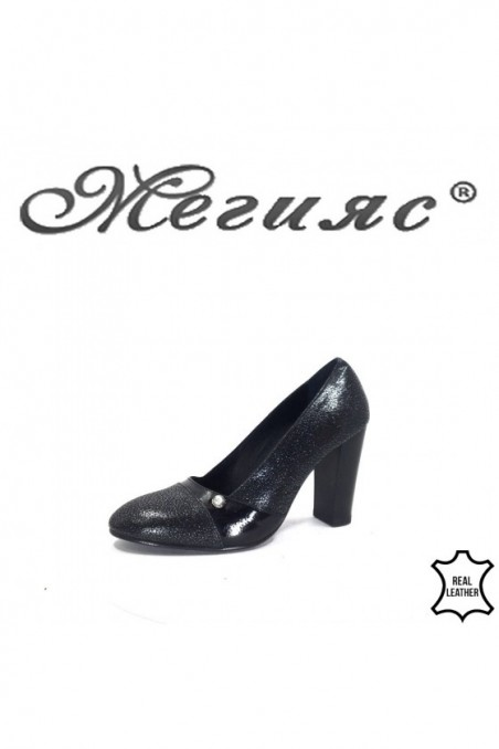 62-10-5 Women shoes black leather