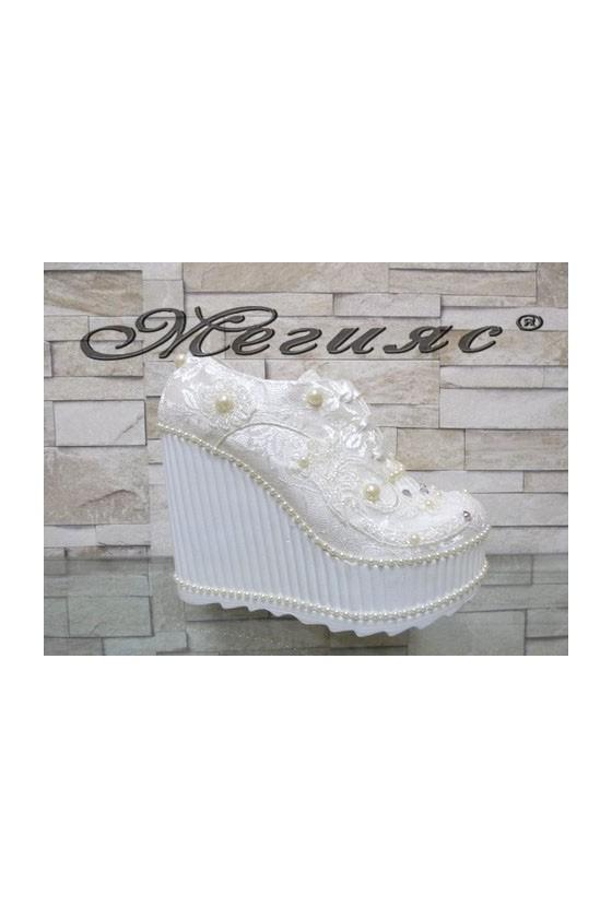 Дамски обувки на висока платформа бели 710-01