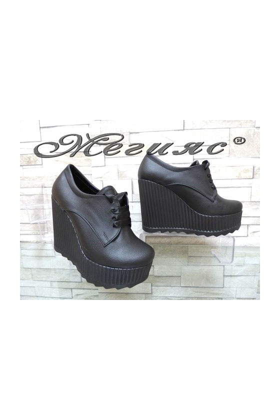 710-10 Дамски черни изчистени обувки на висока платформа