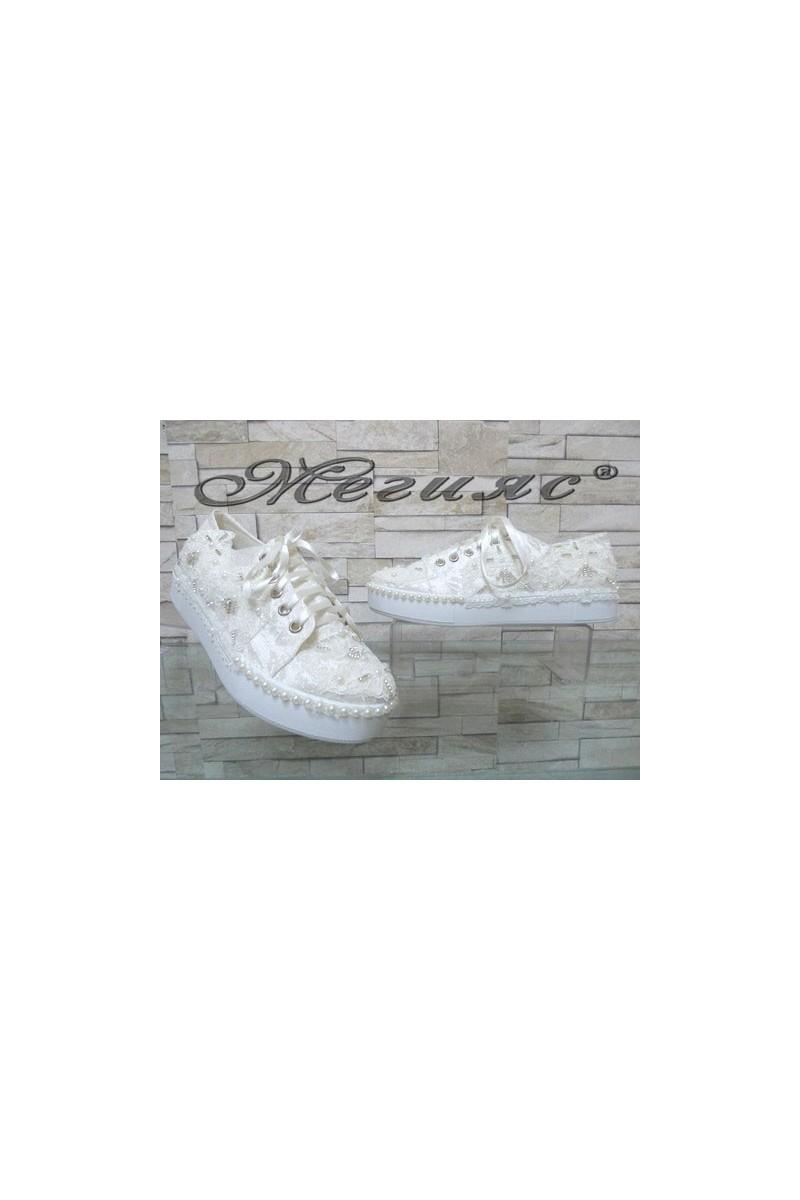 7096 Дамски бели обувки с перли
