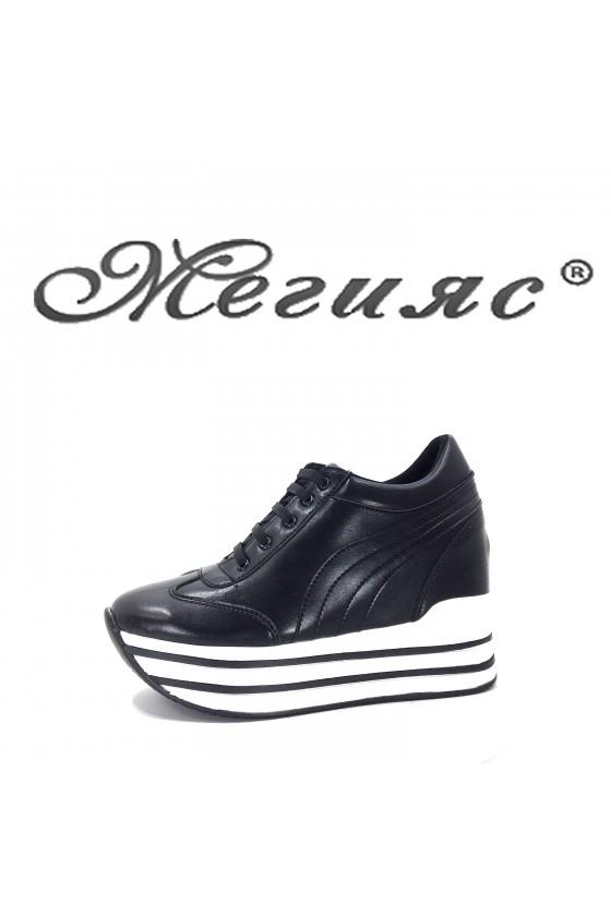 2389 Дамски спортни обувки черна кожа на платформа