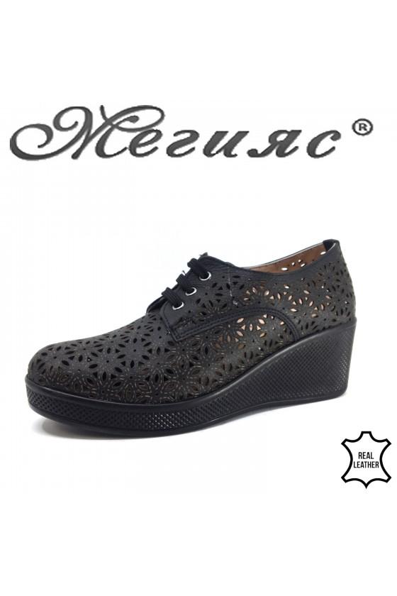 131 Дамски ежедневни обувки черна перфорация от естествена кожа